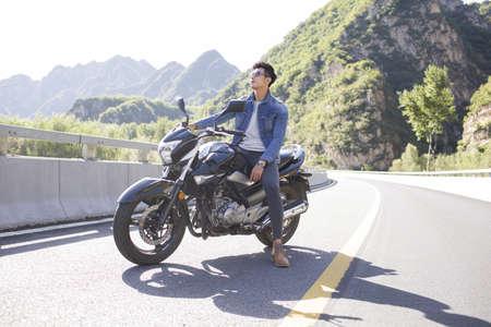 motorizado: Joven, chino, equitación, motocicleta LANG_EVOIMAGES