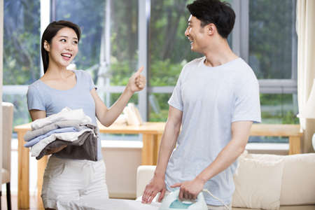 Young couple doing housework LANG_EVOIMAGES