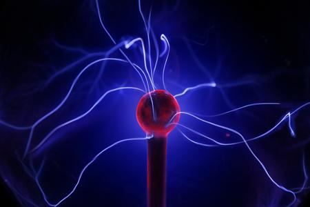magnetismo: Aprobación de la gestión en la bola de plasma. Foto de archivo