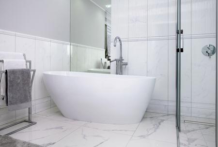 A modern style bathroom with a beautiful round bathtub Standard-Bild - 117282932