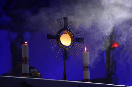 Una ceremonia en la iglesia para emitir la Custodia