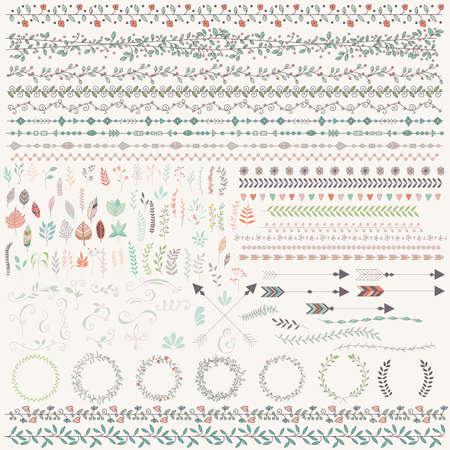 disegnato foglie d'epoca, frecce, piume, corone, divisori, ornamenti ed elementi decorativi floreali, illustrazione vettoriale a mano Vettoriali