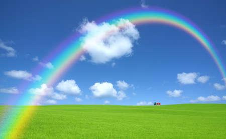 緑の草と赤い屋根の家と虹