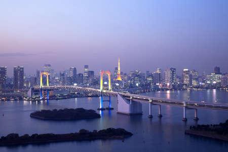 ダウンタウン夜レインボー ブリッジと東京の夜景