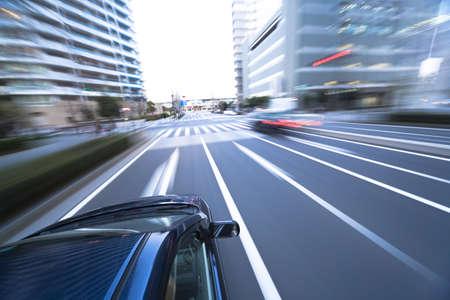 fast lane: El coche se mueve a gran velocidad en la noche Foto de archivo