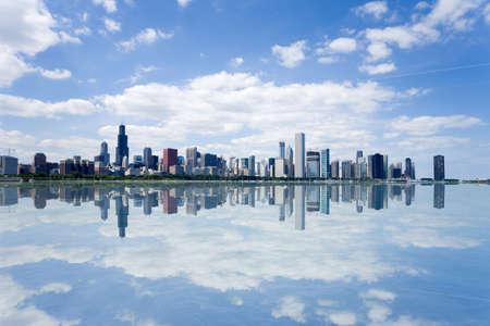 シカゴの街のウォーター フロントのスカイラインのパノラマ ビュー。 写真素材