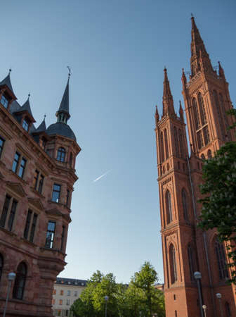 Marktkirche in Wiesbaden on a summers afternoon with a plane flying through in the background Stockfoto