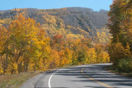 L'autoroute 65 au-dessus de Grand Mesa à l'automne