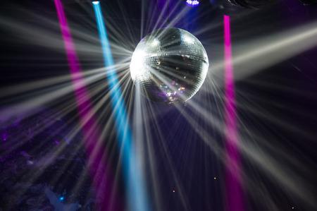 ディスコ ボールから反射光線のビュー。 写真素材