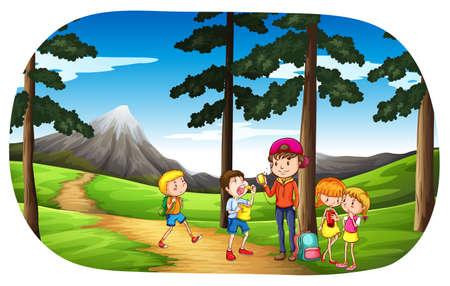 niños caminando: Niños en un picnic en la naturaleza