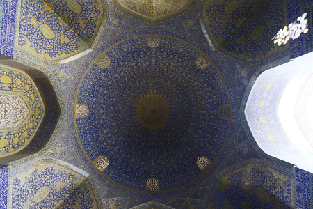 transom: The dome of the mosque in Isfahan, Iran