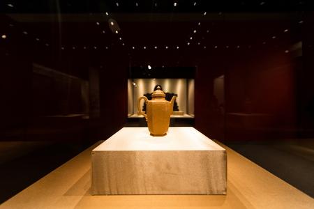 ollas de barro: exposición en un museo Editorial