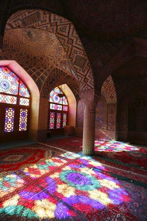 retained: Mezquita de color rosa Shiraz en Irán