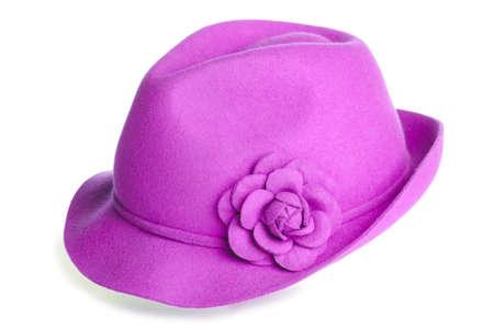 een roze vilten hoed met een bloem erop.