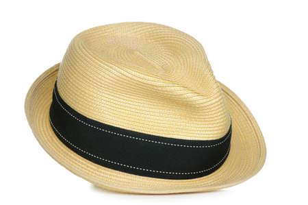 Een tan stro fedora hoed met een zwarte streep.
