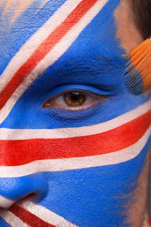 drapeau anglais: Gros plan sur fase à peindre. Mettre de la peinture avec le gland Banque d'images