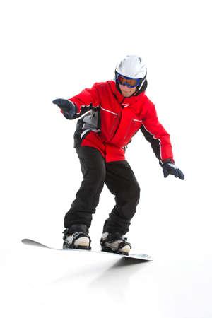 In voller Länge schießen der Geschickte männlicher Snowboarder Springen. Tricks Isolierte über weißem Hintergrund