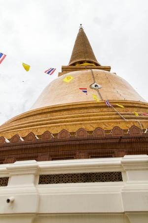 nakhon pathom: Phra Pathom Chedi at nakhon pathom thailand