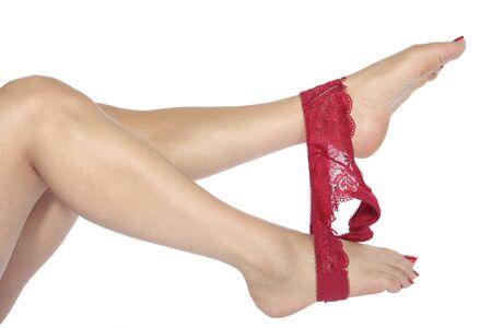 pies sexis: Piernas sexys con ropa interior roja sobre blanco