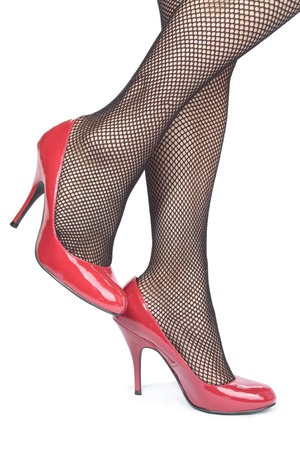 bas r�sille: jambes de la femme avec des bas r�sille et talons sur fond blanc
