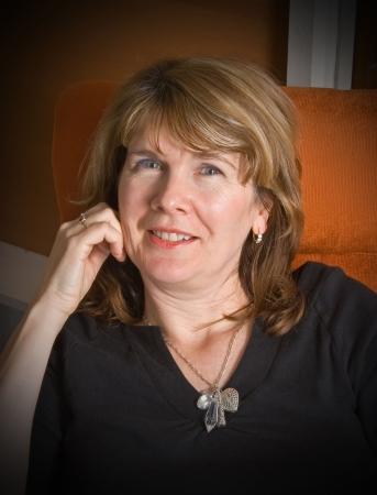 Ritratto di una bella donna sorridente maturo di relax, in poltrona