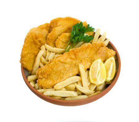 fish and chips: Fish, chips et g�teaux de pommes de terre isol� sur un fond blanc Banque d'images