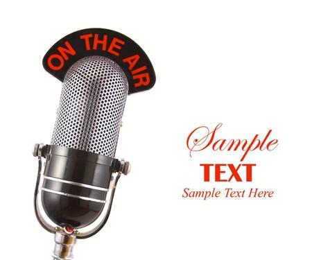 Retro Microfono con copia spazio isolato su sfondo bianco Archivio Fotografico