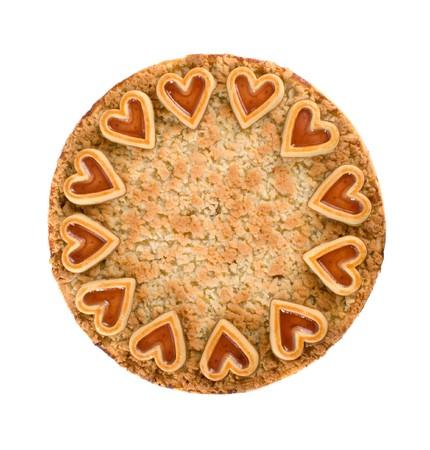 Apple Pie Sbriciolare con cuore di cioccolato decorazioni su sfondo bianco Archivio Fotografico