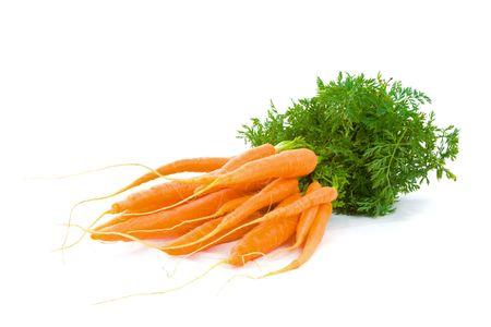 Mucchio di carote fresche bambino isolato su sfondo bianco. Archivio Fotografico