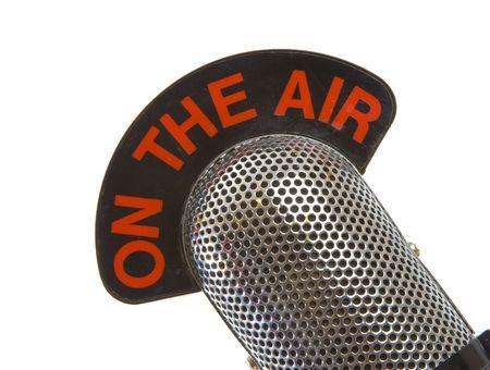 On The Air Vintage microfono su sfondo bianco Archivio Fotografico