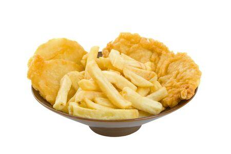 fish and chips: Fish, chips et g�teaux de pommes de terre isol� sur blanc backgorund Banque d'images