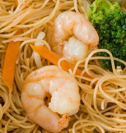 Close up imagoe of king prawns and rice noodles.