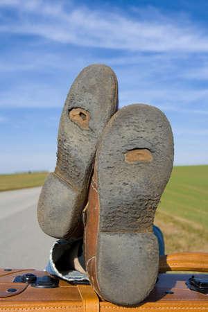Alte Schuhsohlen mit Löchern