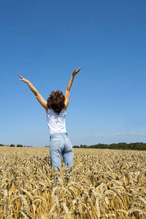 hooray: Young woman in cornfield