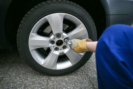 change of tyres Standard-Bild