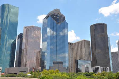 Houston Texas skyline met een heldere blauwe hemel