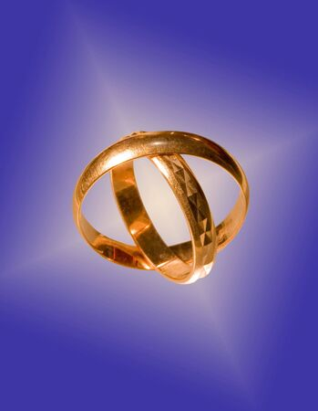 Wedding rings on a interesting background Imagens - 7950054