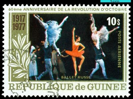 guinee:  REPUBLIQUE DE GUINEE - CIRCA 1977: a stamp printed by Republique de Guinee shows the scene from ballet . Russian ballet, circa 1977