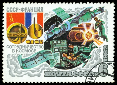 the ussr: USSR - CIRCA 1982  a stamp printed by USSR  shows Cocmonauts, Intercosmos Cooperative  Space Programm  USSR – France, series, circa 1982