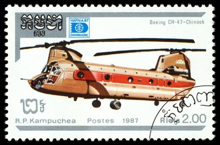 chinook: CAMBOGIA - CIRCA 1987 Un francobollo stampato in Cambogia mostra elicottero Boeing CH - 47 Chinook, serie Havnia 87, circa 1987 Archivio Fotografico