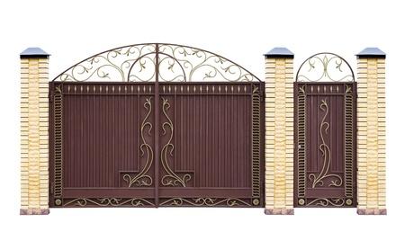 metaal: Moderne gesmede decoratieve poorten voor de bouw Geà ¯ soleerd op witte achtergrond Stockfoto