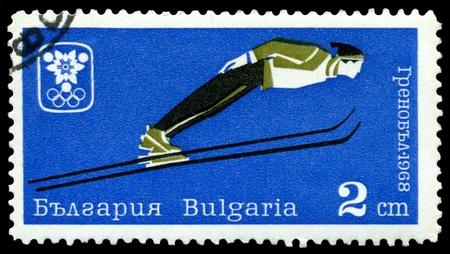 springplank: Bulgarije - CIRCA 1968: een stempel gedrukt door Bulgarije, toont sprongen van een springplank, circa 1968 in Grenoble, Frankrijk