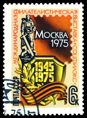 treptow: RUSSIA - CIRCA 1975  a stamp printed by Russia  shows  War Memorial  Berlin - Treptow , 30 years of the Victory in Great Domestic War, circa 1975