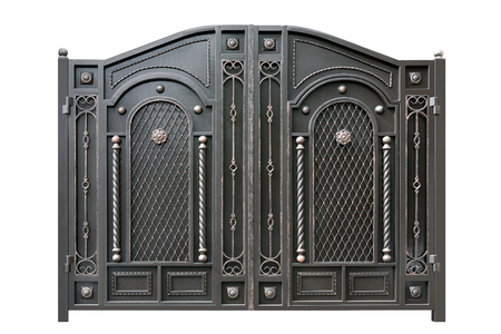 portones: Puerta de metal con el ornamento. Aislado sobre fondo blanco.