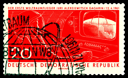 jurado: Stavropol, Rusia - 21 de noviembre 2016: un sello impreso por la República Democrática Alemana muestra el primer astronauta Jurado A. Gagarin, alrededor de 1961