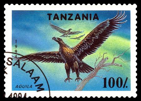 principe: STAVROPOL, Rusia - 11 diciembre 2016: un sello impreso por Tanzania muestra Aguila, alrededor de 1994 Editorial