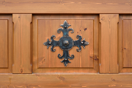 The architectural elements of metal for finishing wood panels