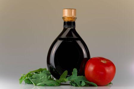 Le vinaigre balsamique traditionnel de Mod�ne tir nature morte