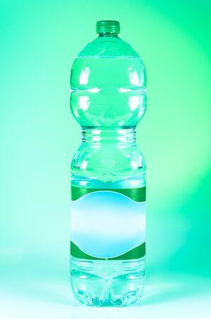 vert bouteille faite avec RPET plastique recycl�, �cologique Banque d'images