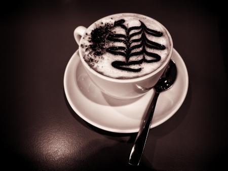 Cappuccino tourn� dans des tons chauds monochromatiques Banque d'images